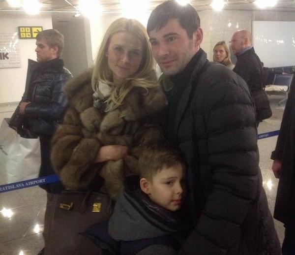 Александр Попов с женой и сыном