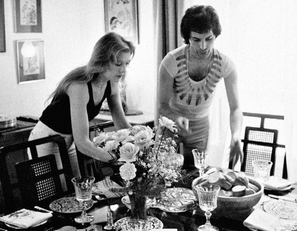 На фото: день рождения, на котором Фредди Меркьюри сделал Мэри предложение