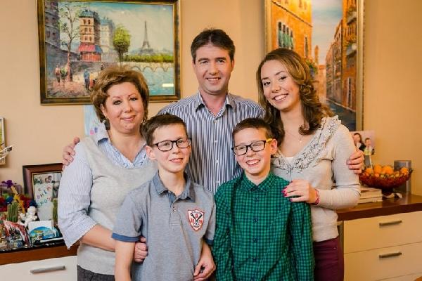 Урманов с женой и детьми