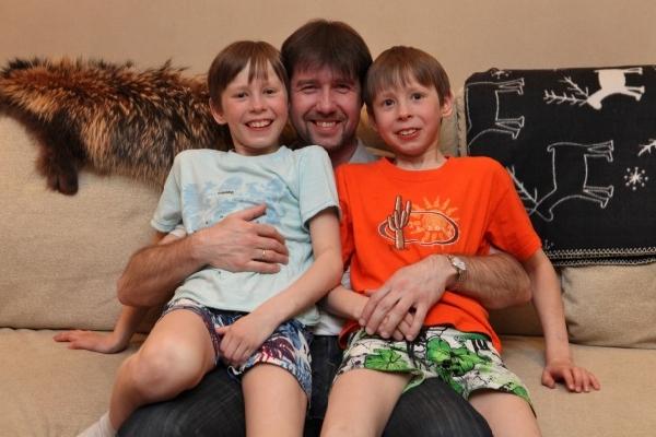 Алексей Урманов с сыновьями