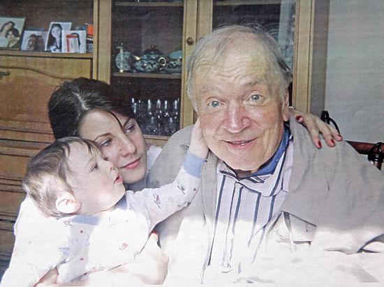 С дочкой Ариной и младшим внуком Франческо-Андреем