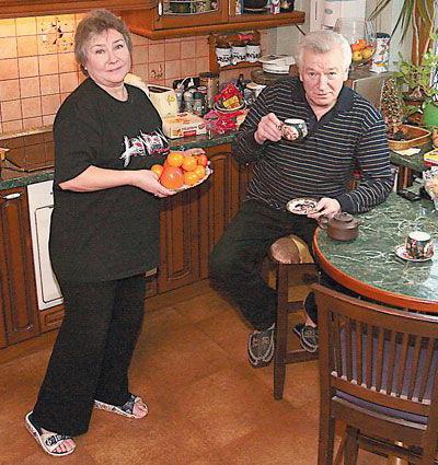 На фото - актер с женой Ларисой Петровной