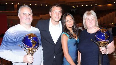 С женой и родителями
