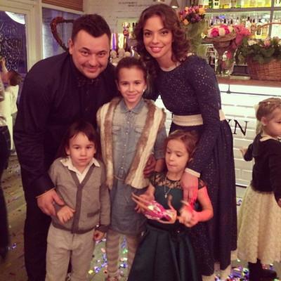 Сергей жуков его жена и дети фото