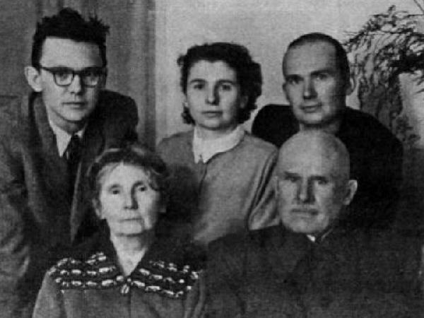 Леонид Гайдай в кругу семьи