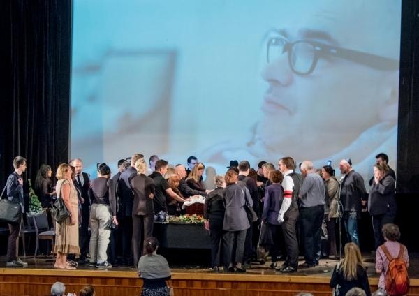 Проститься с Антоном Носиком пришло около 1.5 тысяч человек