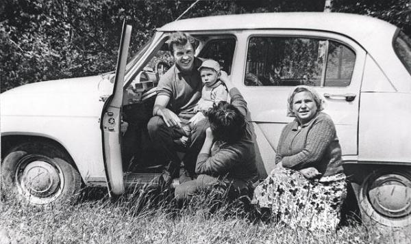 Майоров на отдыхе с женой, тещёй и дочерью