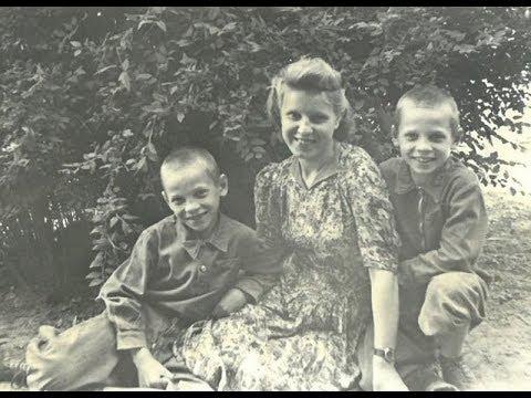 Борис и Евгений Майоровы с мамой
