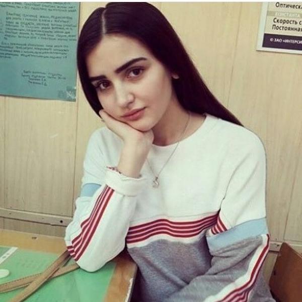 Дина Саева в школьные годы
