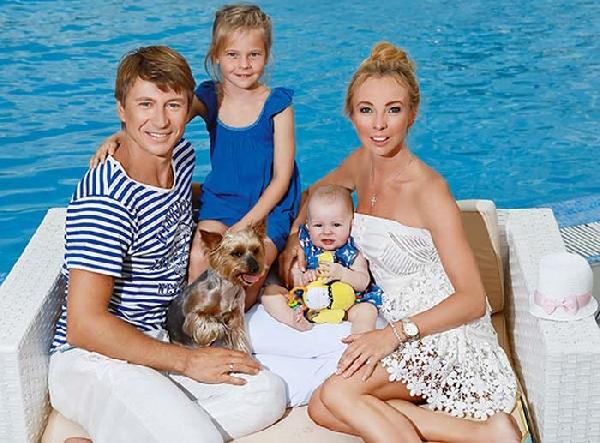 Татьяна Тотьмянина с мужем и детьми