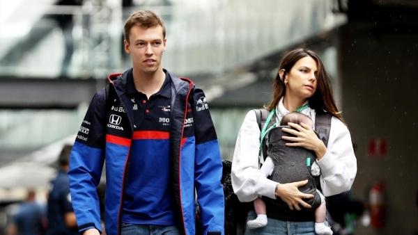 Келли, Даниил и Пенелопа на прогулке