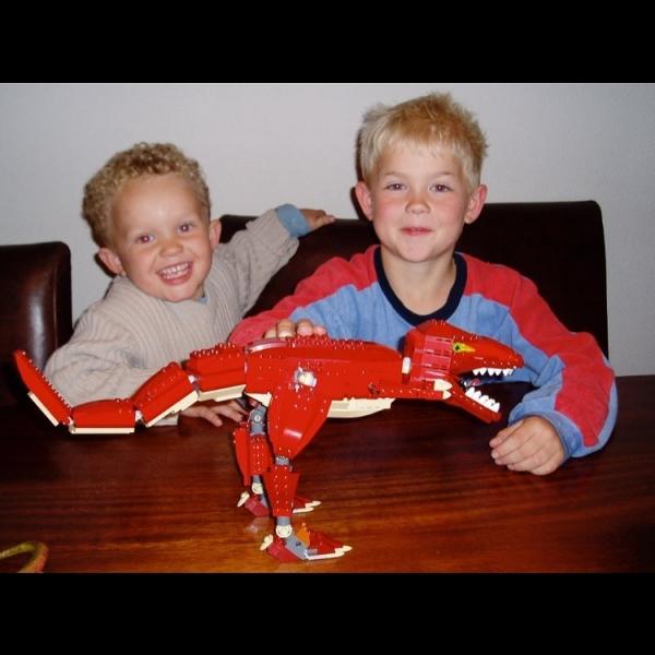 На фото: Маттейс де Лигт в детстве с младшим братом Воутером