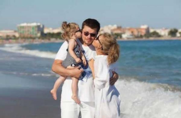 Гарик Харламов с дочерью и женой