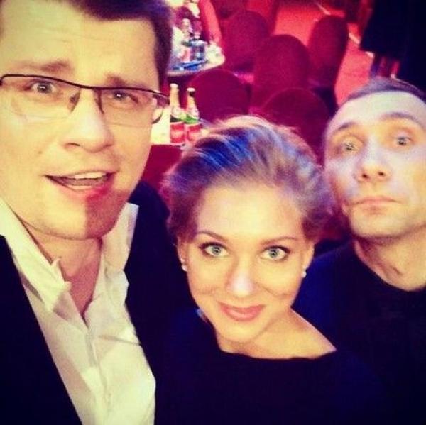 Гарик Харламов с Кристиной Асмус и коллегой