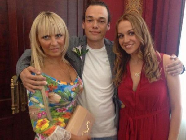 Елена с сыном и дочерью