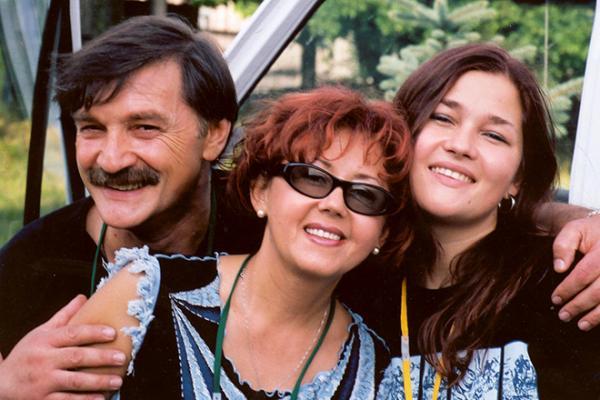 Анастасия Тихонович с родителями