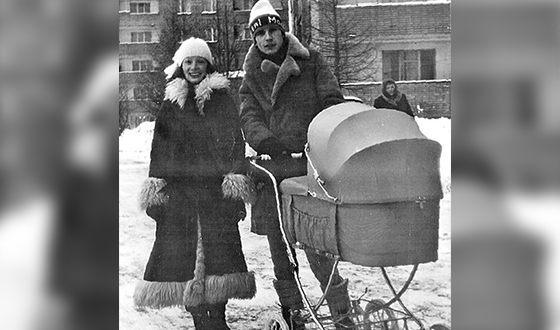 Александр Малинин и Ольга Зарубина с маленькой дочкой