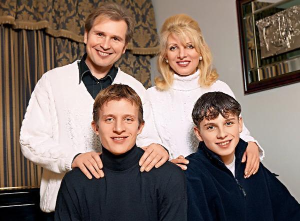 Александр  Малинин с женой Эммой и сыновьями Антоном и Никитой