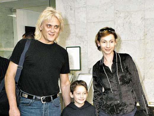На фото: Маршал с бывшей женой и сыном
