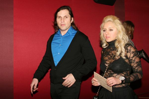 На фото: Александр Ревва с женой