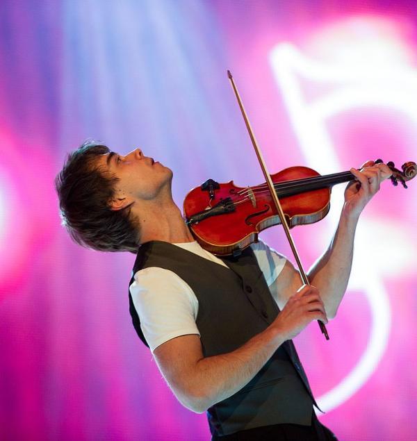 Александр Рыбак на сцене