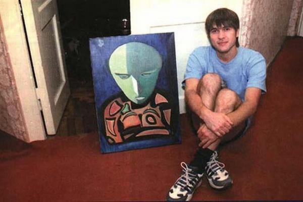 Александр Васильев в молодости со своей картиной