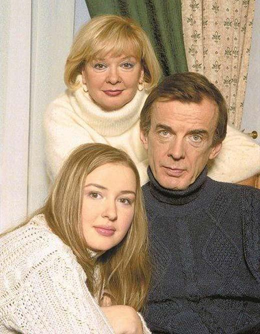На фото: Анна Тараторкина с родителями