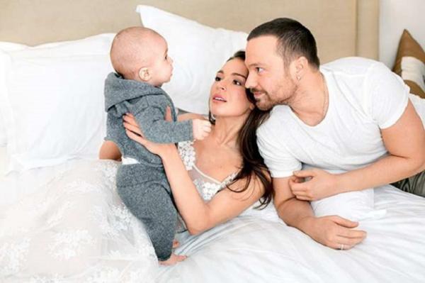 На фото: Чадов с бывшей женой и сыном