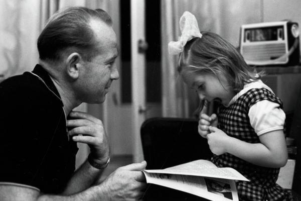 На фото: Леонов с дочерью