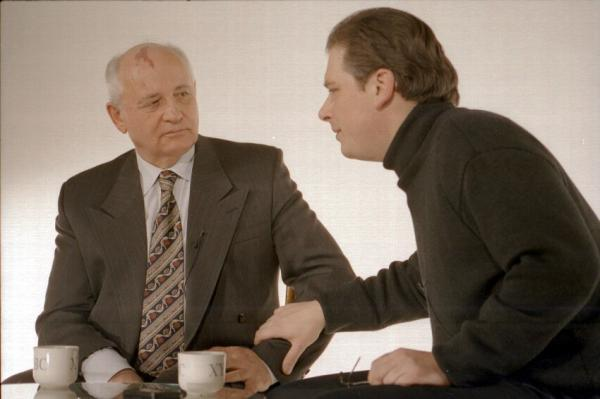 Президент СССР Михаил Горбачев в программе Алексея Лушникова (2002 г.)