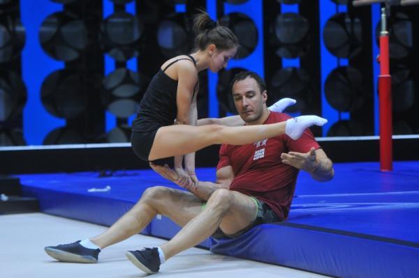На фото: Алексей Воевода и Дарья Еремеева в шоу «Без страховки»