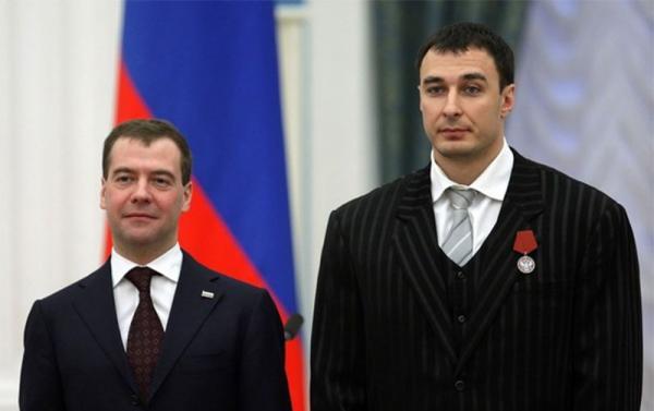 Михаил Медведев и Алексей Воевода на вручении государственной награды: Медаль ордена «За заслуги перед отечеством»