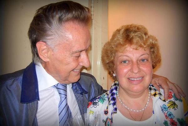 На фото: Андрей Дементьев с женой Анной Пугач