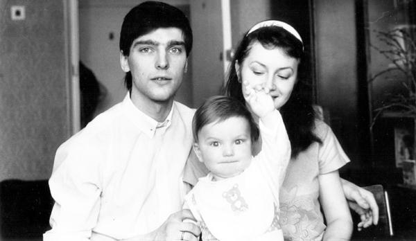 На фото: Андрей Державин с женой Еленой и сыном Владиславом