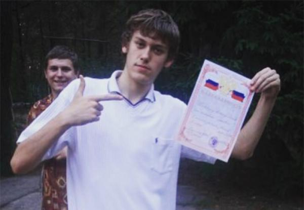 На фото: Антон Шастун в молодости