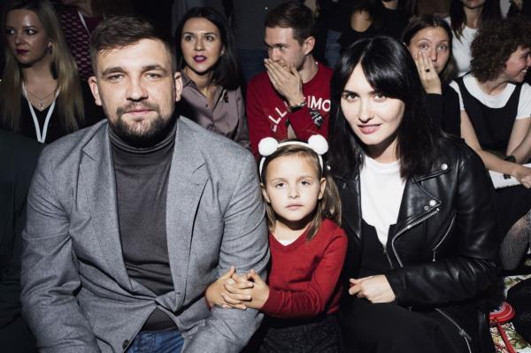 Баста с женой и младшей дочерью на модном показе TSUM Fashion Show