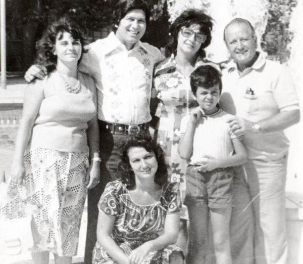 Бедрос Киркоров с сыном, женой и своими родными