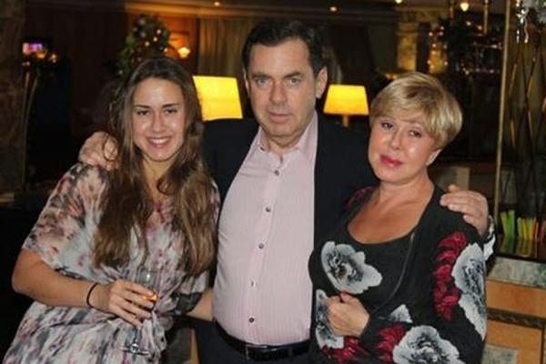 После того, как Татьяна попала в аварию Плаксин решил не разводиться с женой, с которой они прожили более 30 лет