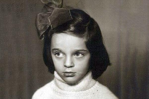 Лена Хрулева (Ваенга) в детстве