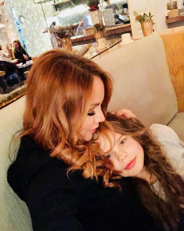 На фото: Максим с дочкой