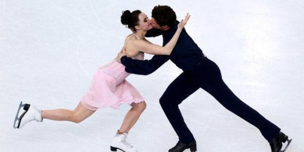 Скотта Мойр с Тессой Вирчу на льду