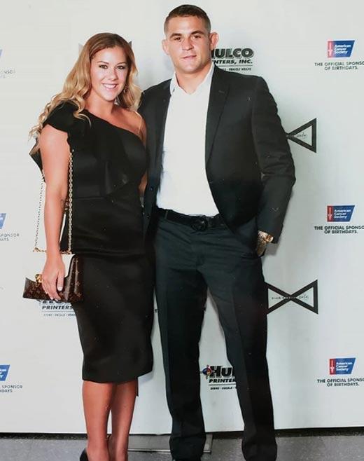 На фото: Дастин Порье с женой
