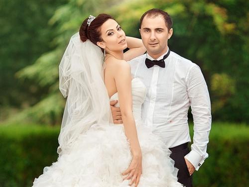 На фото: свадьба Демиса Карибидиса