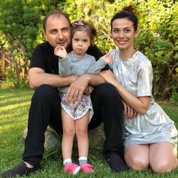 На фото: супруги со старшей дочкой Софией