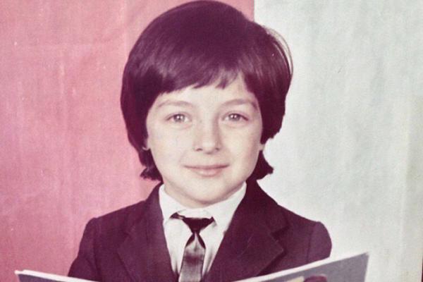 На фото: Демис в детстве