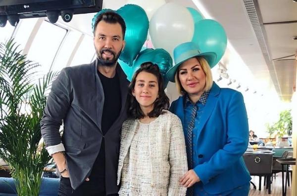 На фото: Денис Клявер, Ева Польна и их дочь Эвелин