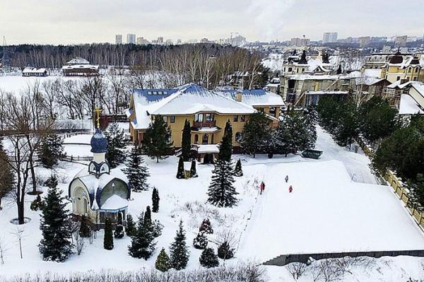 На фото: подмосковный особняк Киркорова