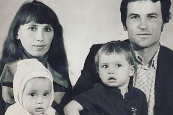 Родители Димы Билана - Николай Михайлович Белан и Нина Дмитриевна Белан, Дима (Витя Белан) и его сестра