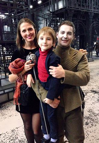 На фото: Дмитрий Корчак с женой Анастасией и сыном Александром
