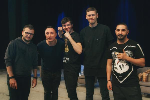 На фото: с коллегами по «Импровизации»